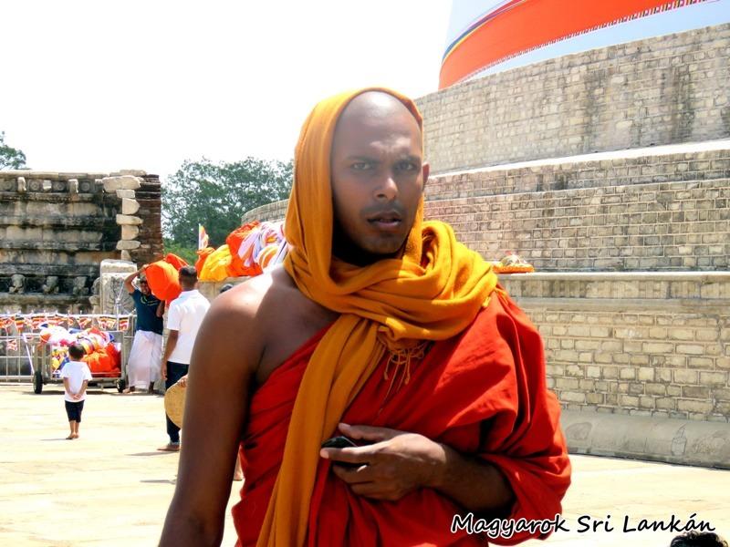 anuradhapura szerzetes